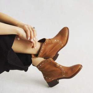 NEW DOLCE VITA brown leather studded Tobin boots